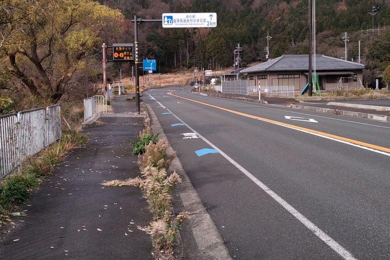 飯浦おかっぱりポイントの8号線道路