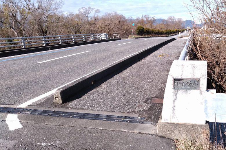丁野木川の河口に隣接する県道331号線