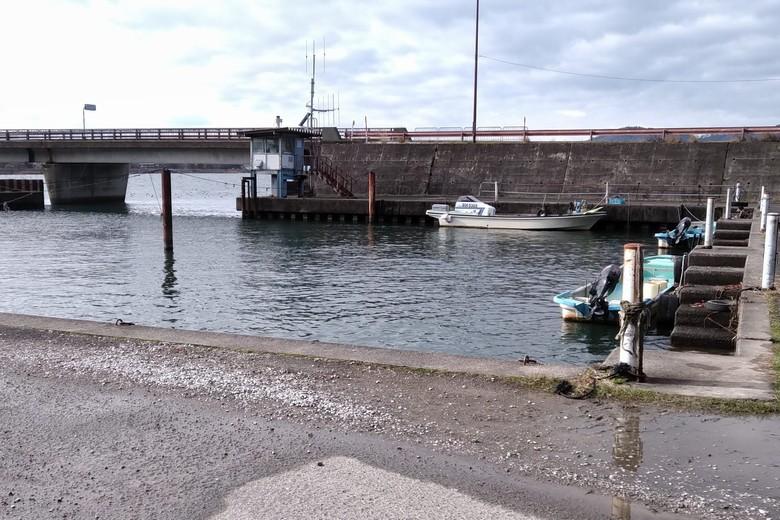 片山漁港の船溜まり