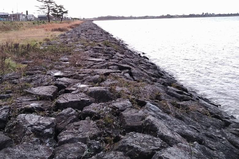 片山の石積み護岸