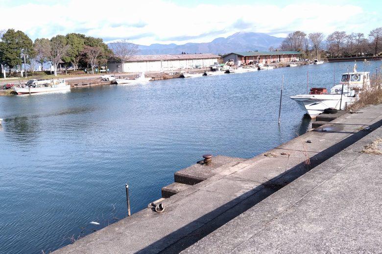 南浜漁港の船溜まり