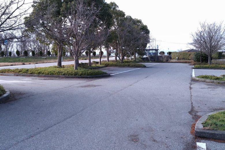 南浦内湖の南側にある駐車場