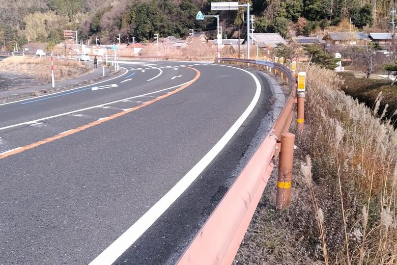 野田沼の近くの県道44号線