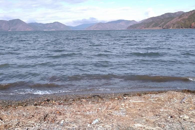 尾上湖岸から見る飯浦や藤ヶ崎