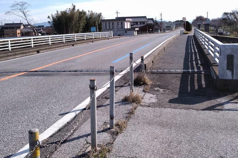 田川の近くの道路、県道331号線