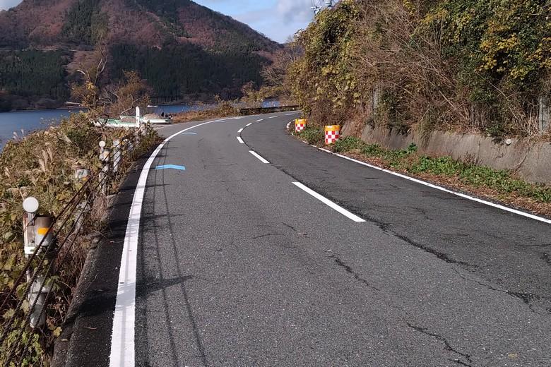藤ヶ崎の県道336号線と駐車スペース