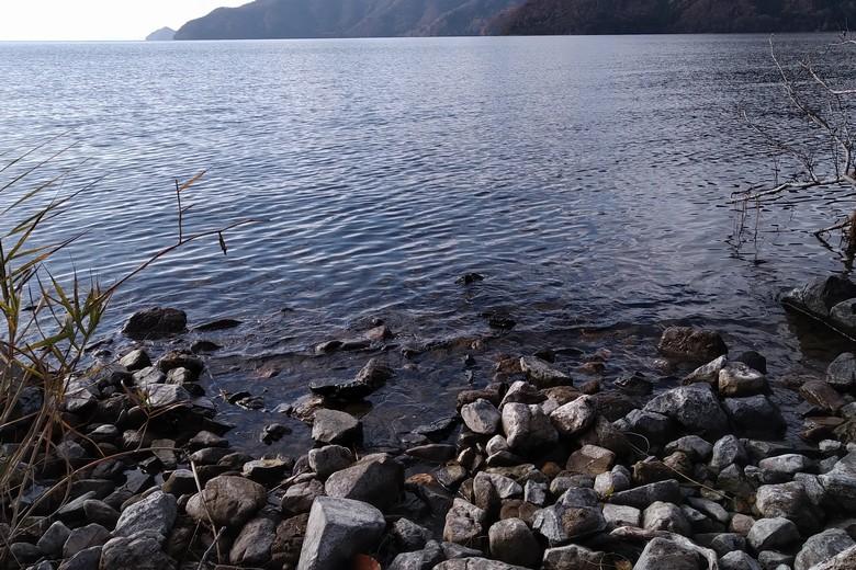藤ヶ崎の岩が多くある岸