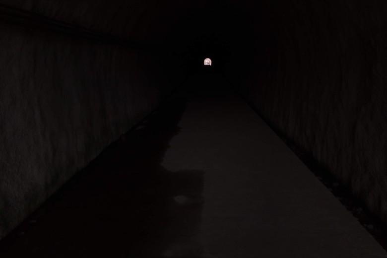 西野放水路のトンネルの中