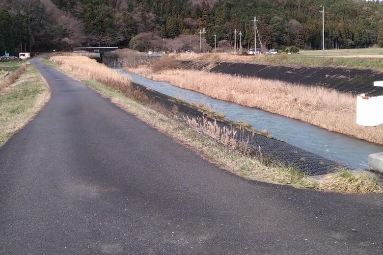 西野放水路へ行く道