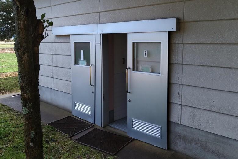 西野放水路に設置されているトイレ