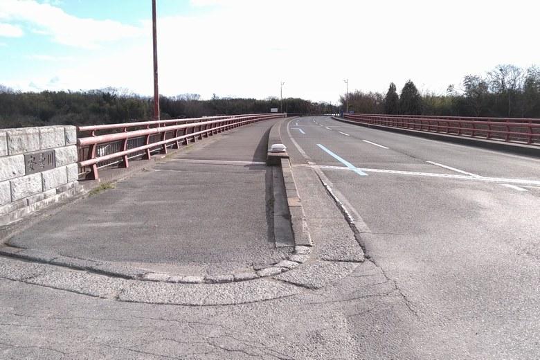 安曇川北流の橋と河口への分岐路