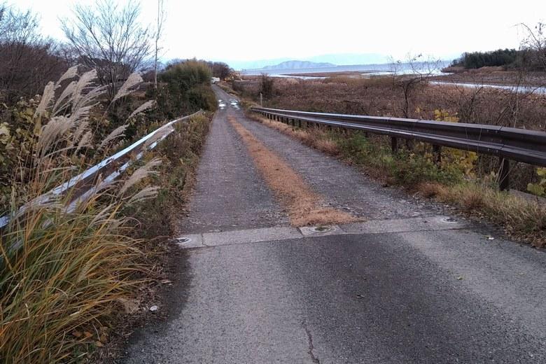 安曇川南流の北岸の道