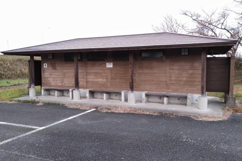 安曇川南流の駐車場前にあるトイレ