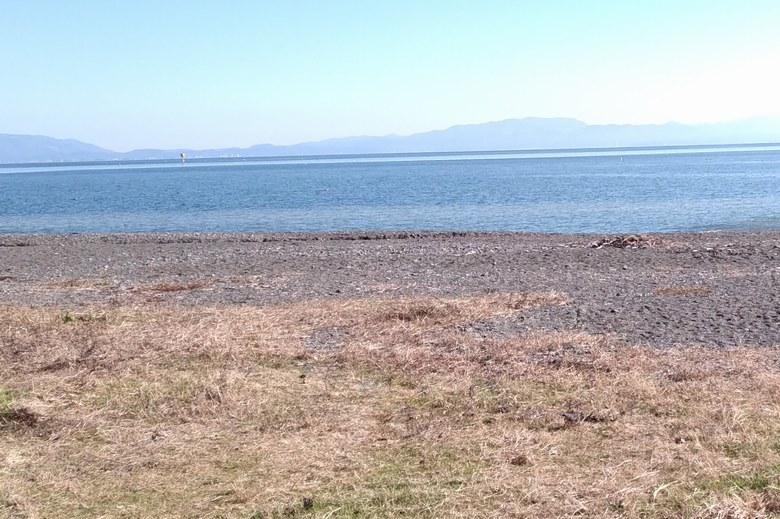 今津周遊基地の砂利浜と琵琶湖