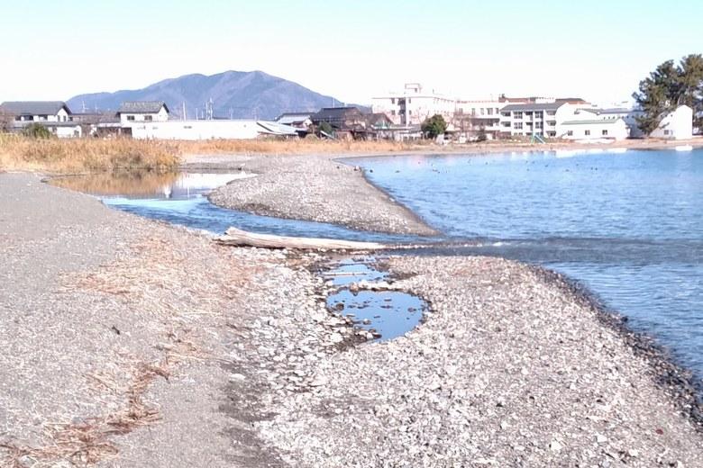 琵琶湖に流れ込む今津川