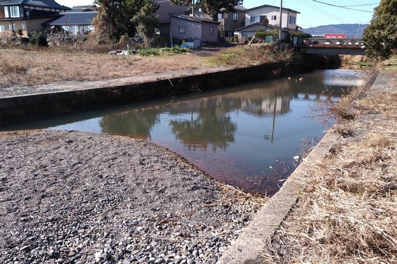今津周遊基地の南側の流れ込みの水路