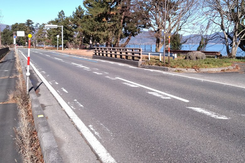 今津浜の前を通る県道54号線