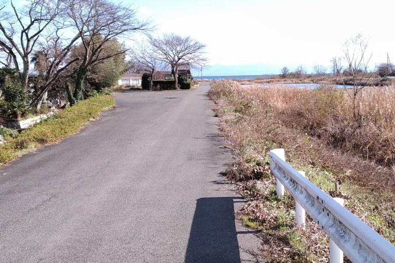 石田川の河口へ行く道路