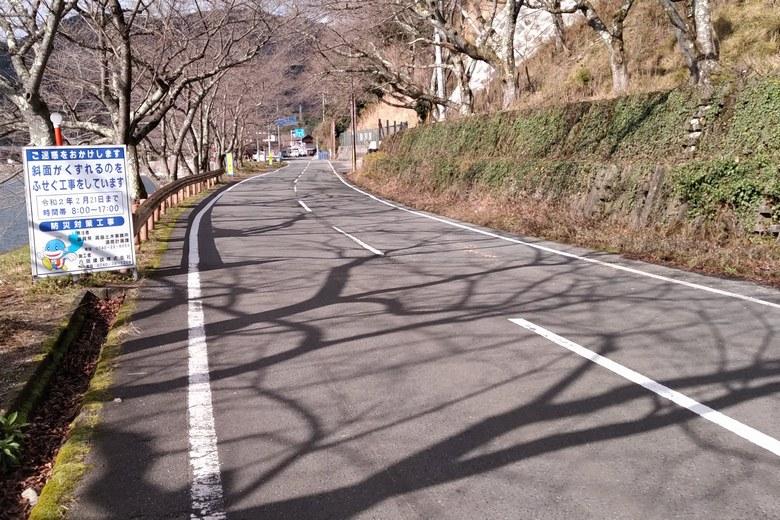 海津ワンドを通る県道557号線