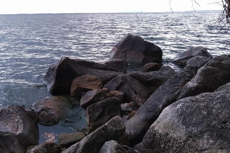 海津大崎の大岩