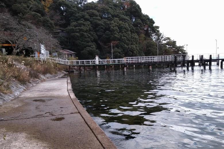 海津大崎の護岸と桟橋