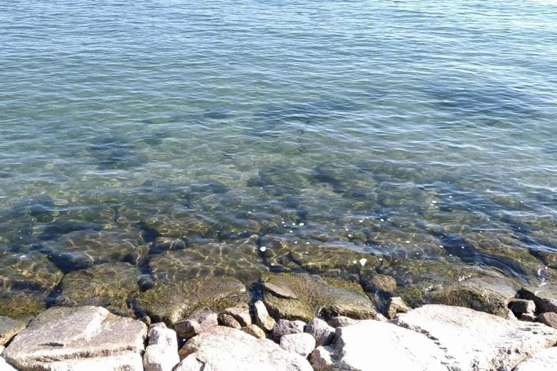鴨川北岸の石積み護岸