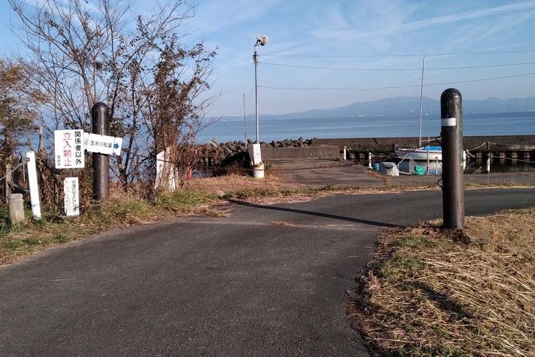 源氏浜の南にある生水川船溜まり