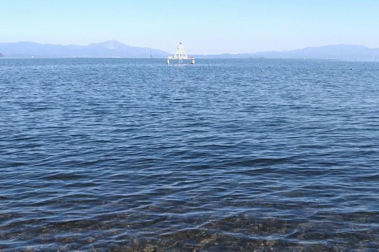 木津浜の南にある取水塔