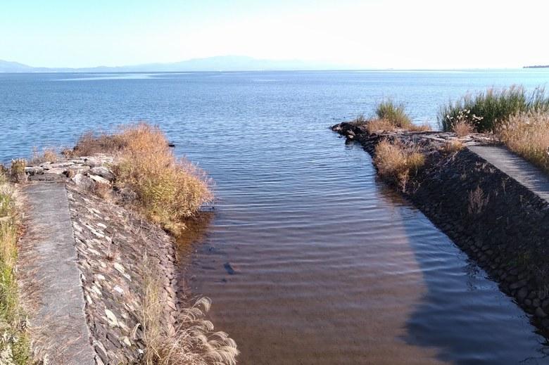 木津浜に流れ込んでいる庄界川