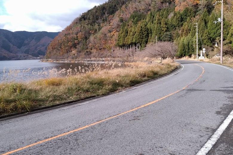 黒土崎の北側ワンドの道路 県道513号線