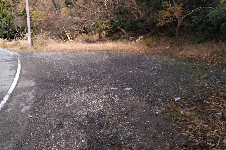 黒土崎の北側にある道路わきの駐車スペース