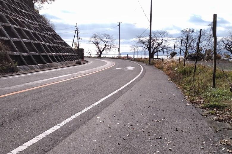 黒土崎を通る県道513号線