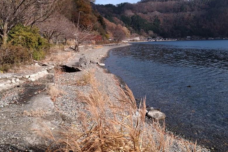 黒土崎から菅浦へ続く岸辺