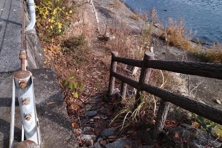 黒土崎の南側にある階段