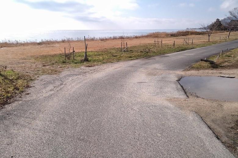 松ノ木内湖の湖岸への道路