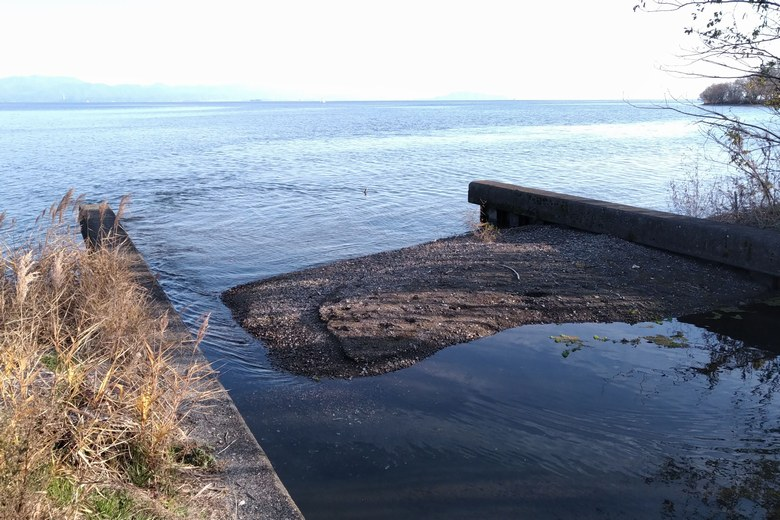 琵琶湖に流れ込む南川の河口