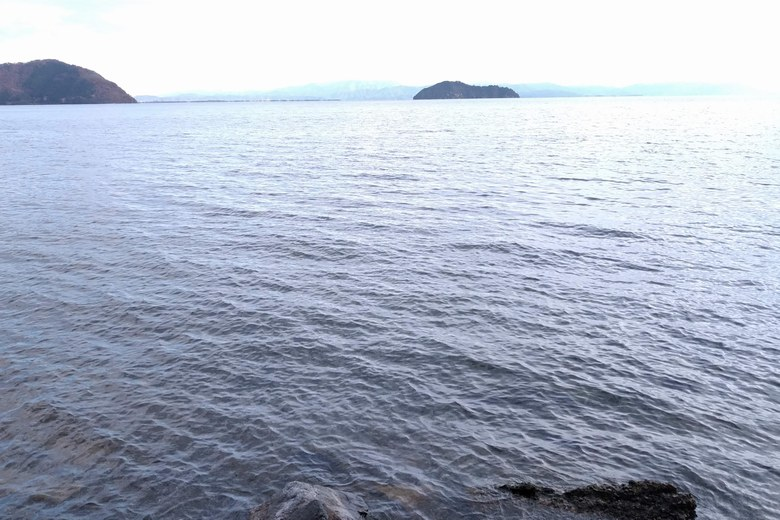 二本松周辺の琵琶湖と沖に沈んでいる二本松漁礁