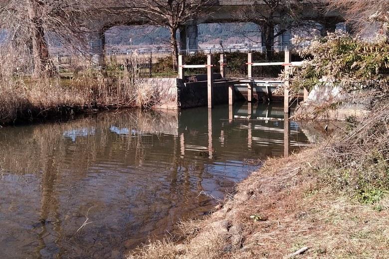 北側の貫川内湖の排水通路