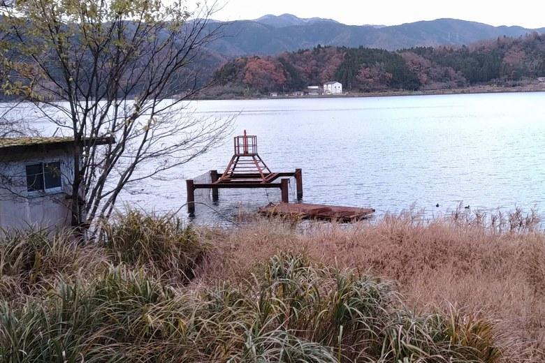 奥出湾の南にある取水塔