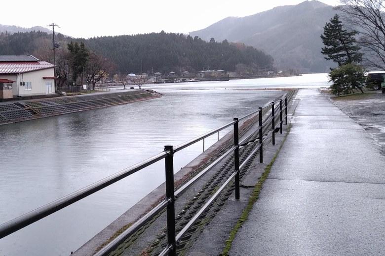 琵琶湖に流れ込む大浦川の河口