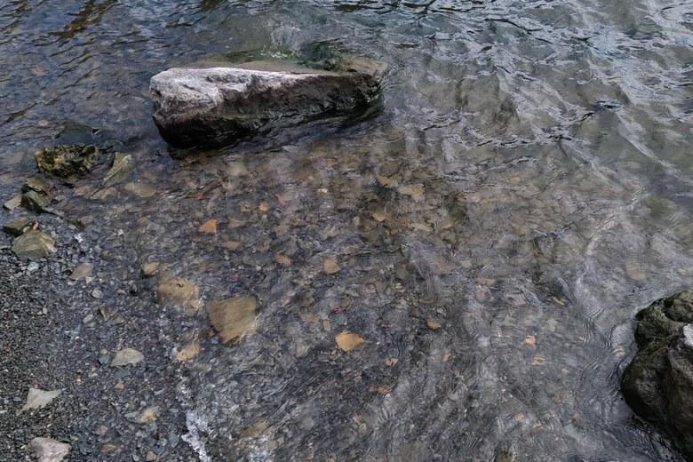 菅浦の底の石や岩