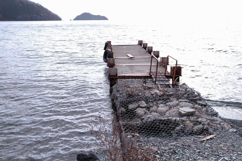 菅浦の湖岸にある桟橋