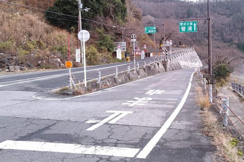 菅浦と奥琵琶湖パークウェイの分かれ道