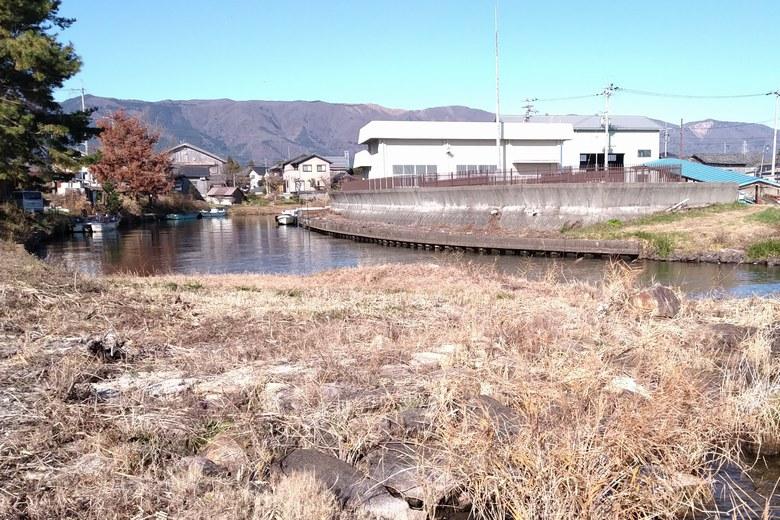 百瀬川の隣を流れる生来川