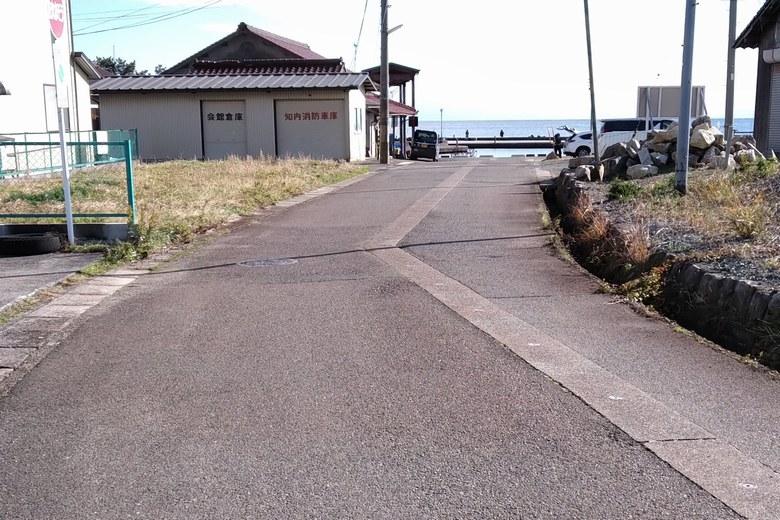 知内漁港へ行く道路