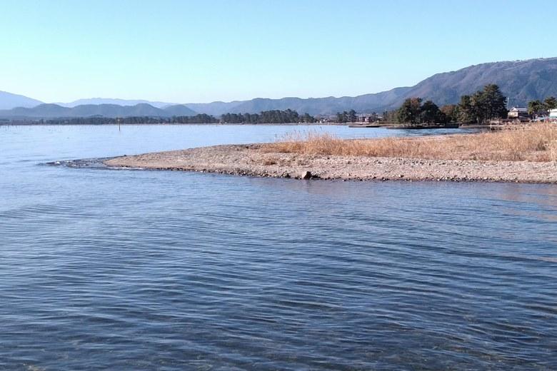知内川河口の南岸