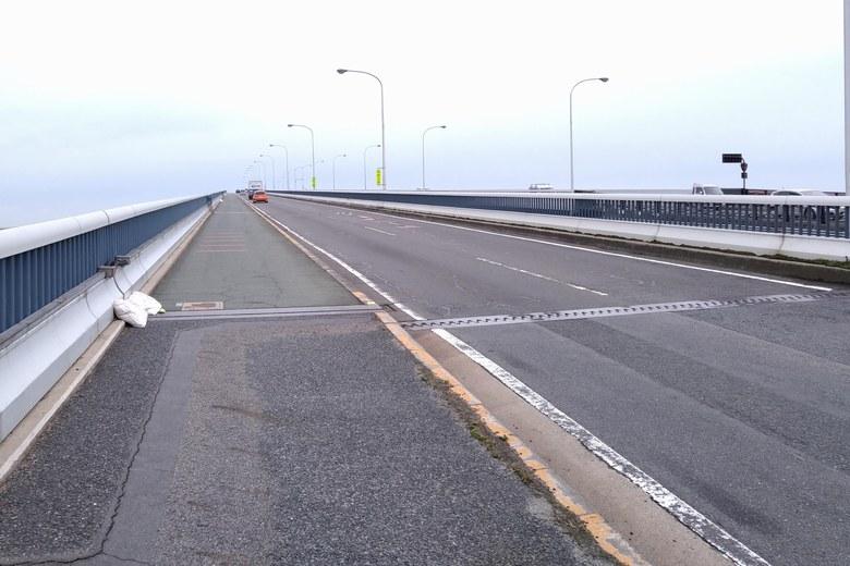 琵琶湖大橋の道路