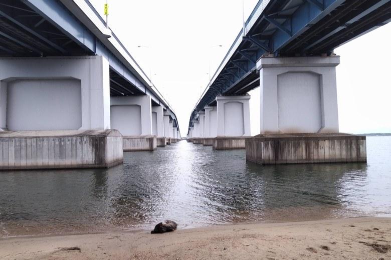 琵琶湖大橋の西詰の下