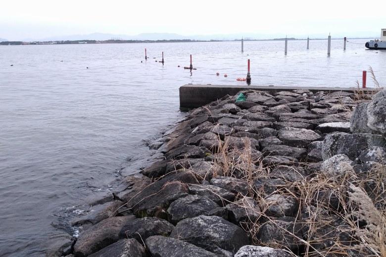 出島灯台の石積み護岸
