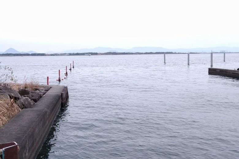 出島灯台の南のミオ筋と杭